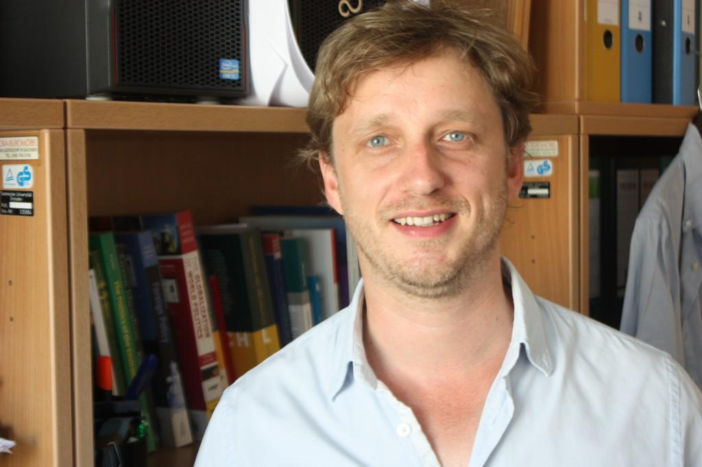 Der an der Technischen Universität Dresden forschende und lehrende Politikwissenschaftler Erik Fritzsche. Foto: Michael Kunze