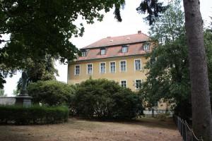 Das St.-Pius-Haus in Schirgiswalde, südlich von Bautzen, hat einen neuen Eigentümer, nachdem es das katholische Domkapitel verkauft hat. Vor 175 Jahren wurde in dem Gebäude sächsisch-böhmische Geschichte geschrieben. Foto: Michael Kunze